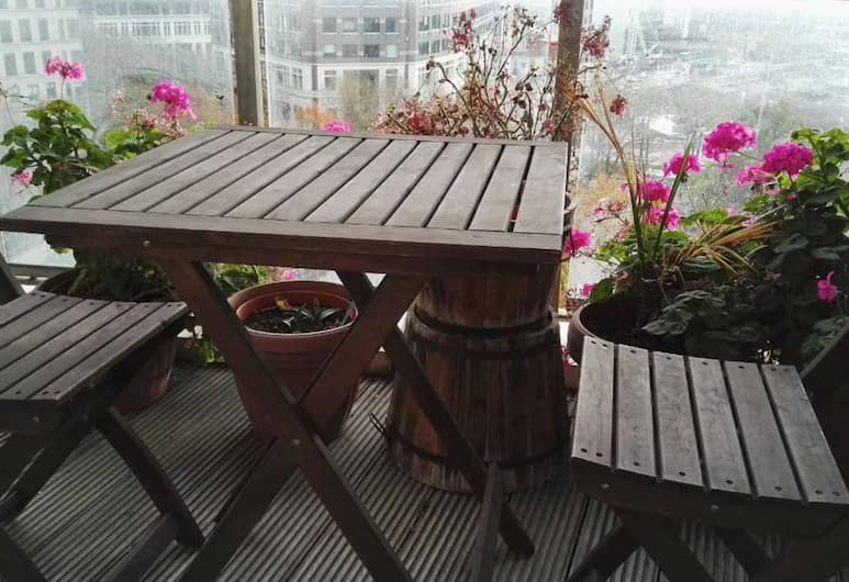 Modern 2 Bedroom Apartment With Balcony in Canary Wharf, London, Rõdu
