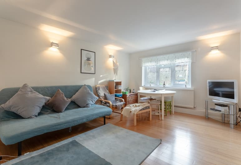 Elephant and Castle 2 Bedroom Apartment, London