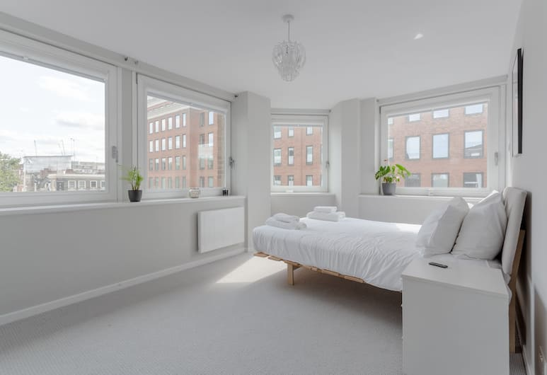 Modern 2 Bedroom Home With a View, London, Zimmer