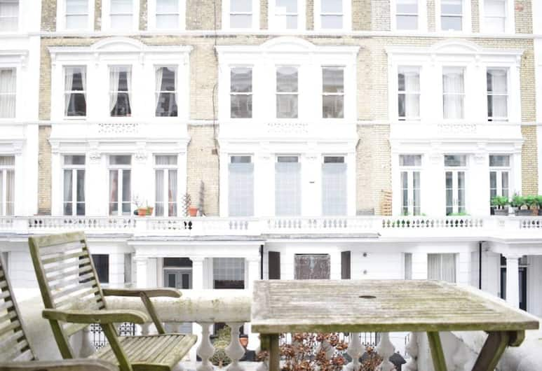 West Kensington Stunning 2 Bedroom Flat With Balcony, London