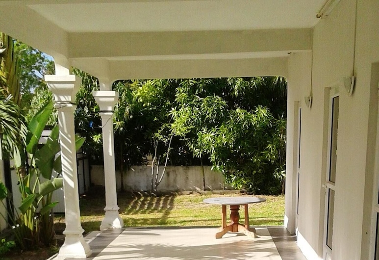 House With 2 Bedrooms in Trou aux Biches Beach, With Enclosed Garden and Wifi - 300 m From the Beach, Trou aux Biches, Terrasse/Patio
