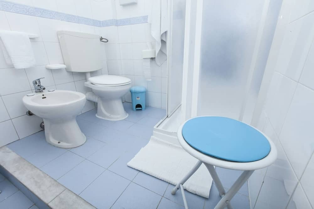 Single Room, Shared Bathroom (Gelsomini) - Bathroom