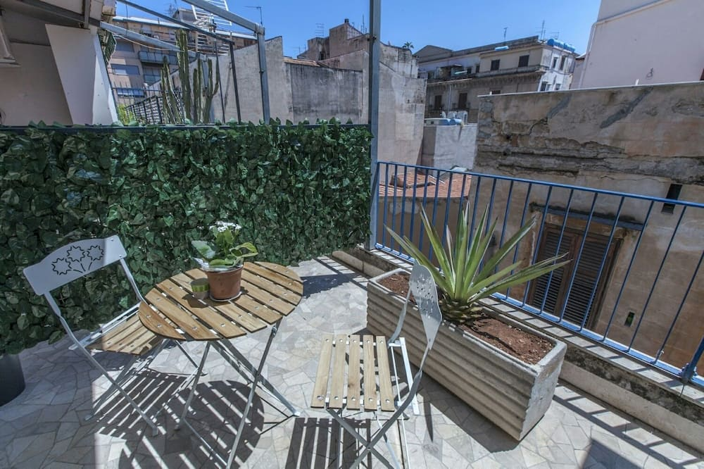 Double Room, Shared Bathroom (Papaveri) - Terrace/Patio