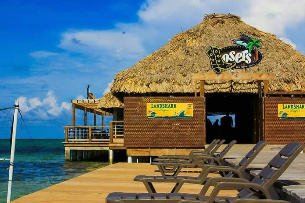 Vízparti bár