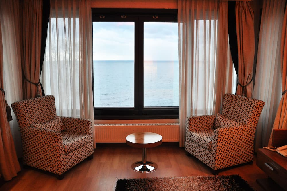 Deluxe Room, Sea View - Living Area
