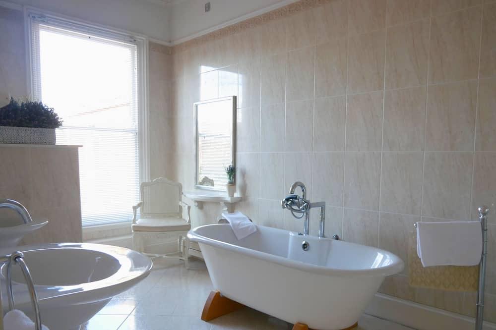 French Room - Bathroom