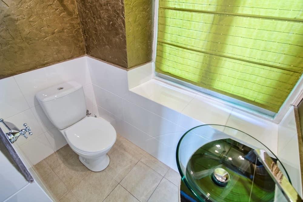 Apartment, 1 Bedroom (Valovaya St. 21a) - Bathroom