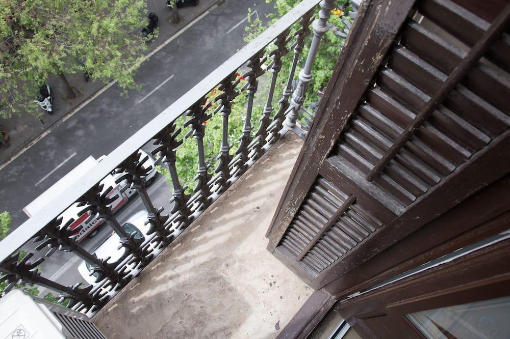 Апартаменти, 1 двоспальне ліжко та розкладний диван - Балкон