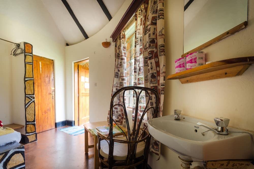 Double Room, 1 Double Bed, Non Smoking - Bathroom Sink