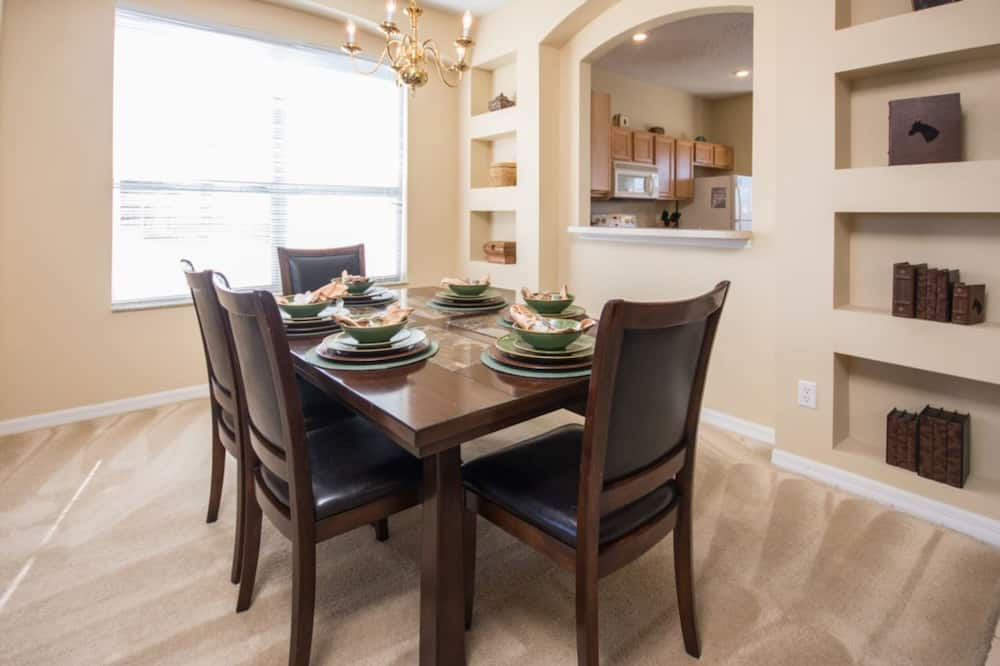House, 6 Bedrooms - In-Room Dining