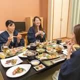 新館和室 トイレ付 - 旅館での食事
