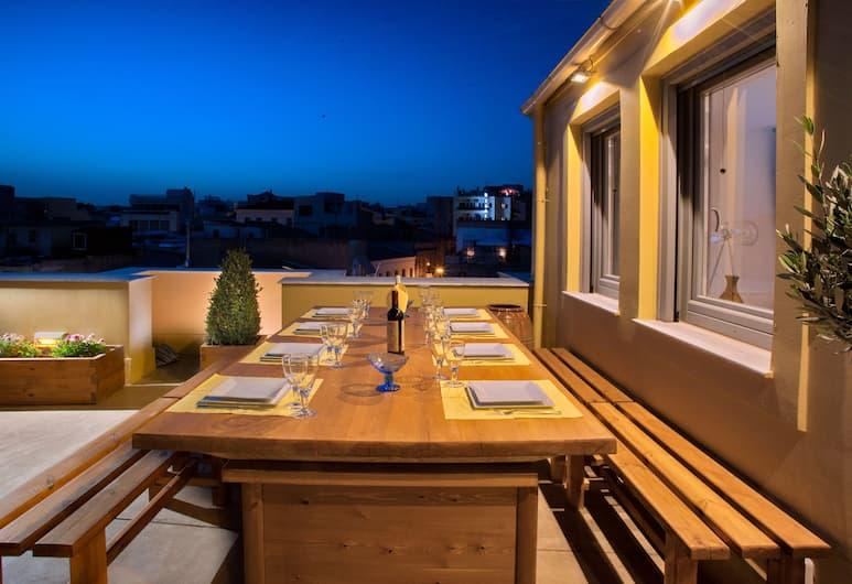 Suitas, Athens, Panoramic Apartment (Acropolis View), Terrace/Patio