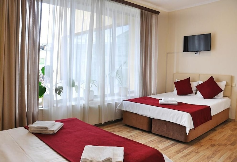 Hotel Nameless, Tbilisi, Classic - neljän hengen huone, Vierashuone