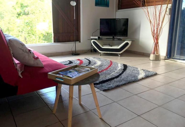 Bungalow With one Bedroom in Le Gosier, With Wonderful Mountain View, Pool Access, Enclosed Garden - 2 km From the Beach, Le Gosier, Living Room