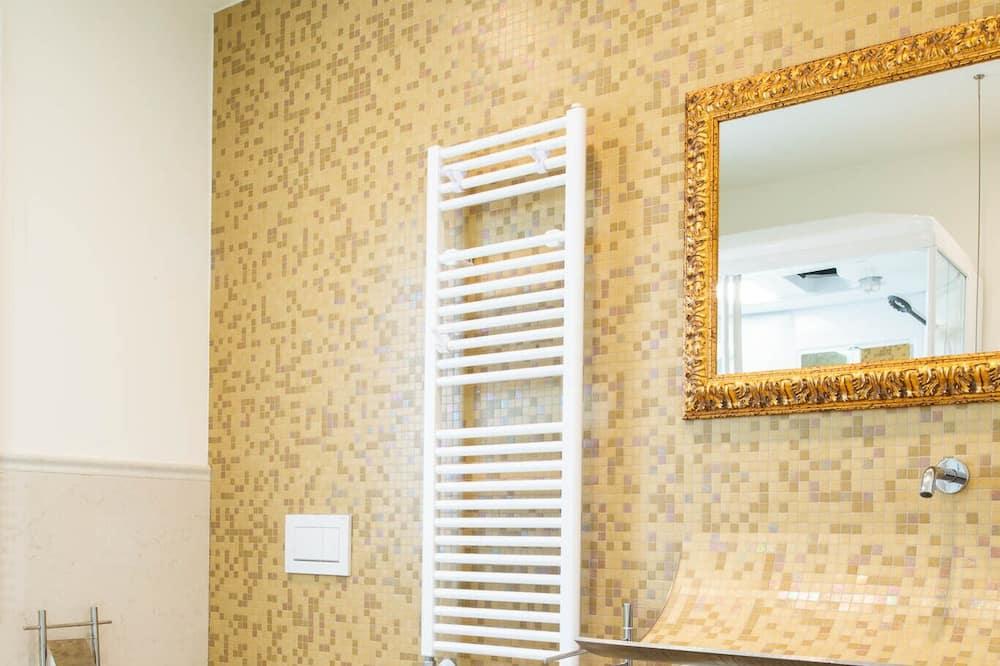 Comfort Suite, Mountain View, Annex Building - Bathroom