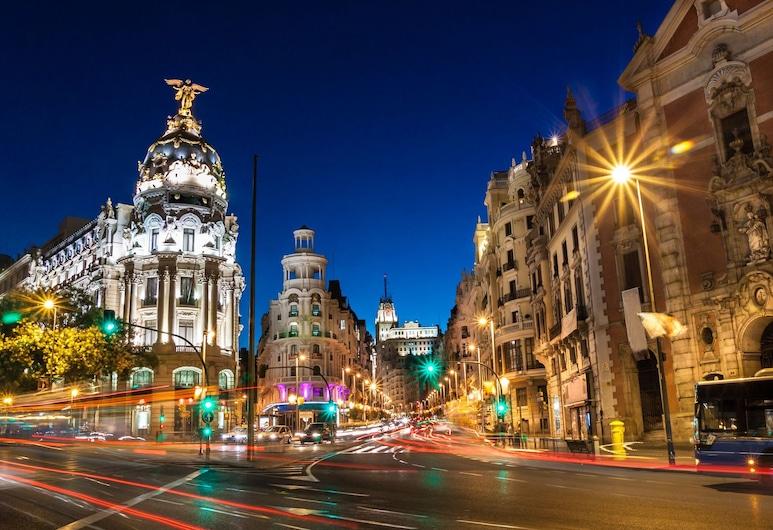 Reina Victoria Apartments & Suite, Мадрид