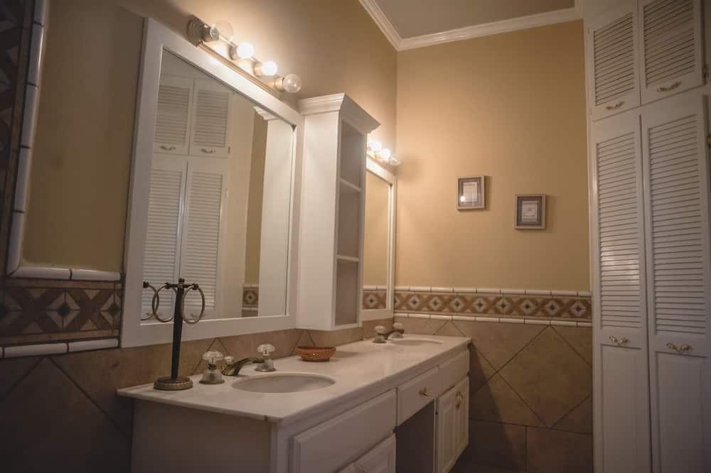 Deluxe-Haus, Mehrere Schlafzimmer, Nichtraucher (30 pax) - Badezimmer