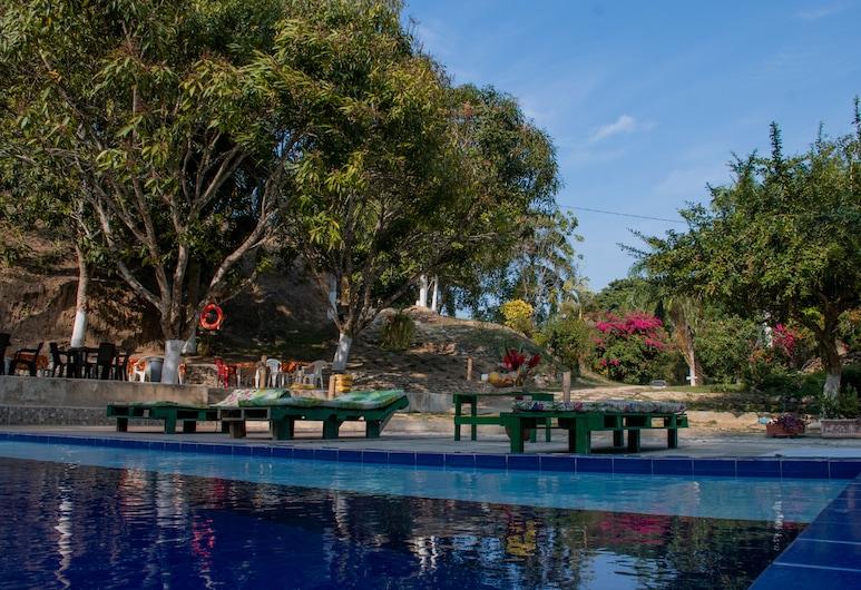 泰羅納森林中酒店, 聖瑪爾塔, 泳池