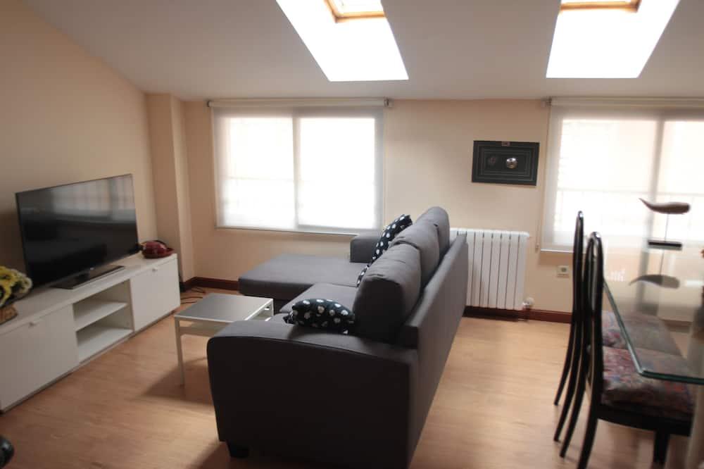 Comfort Apartment, 3 Bedrooms - Living Room