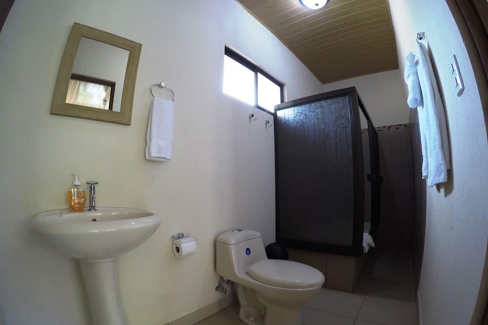 Standardzimmer, Mehrere Betten, barrierefrei - Badezimmer