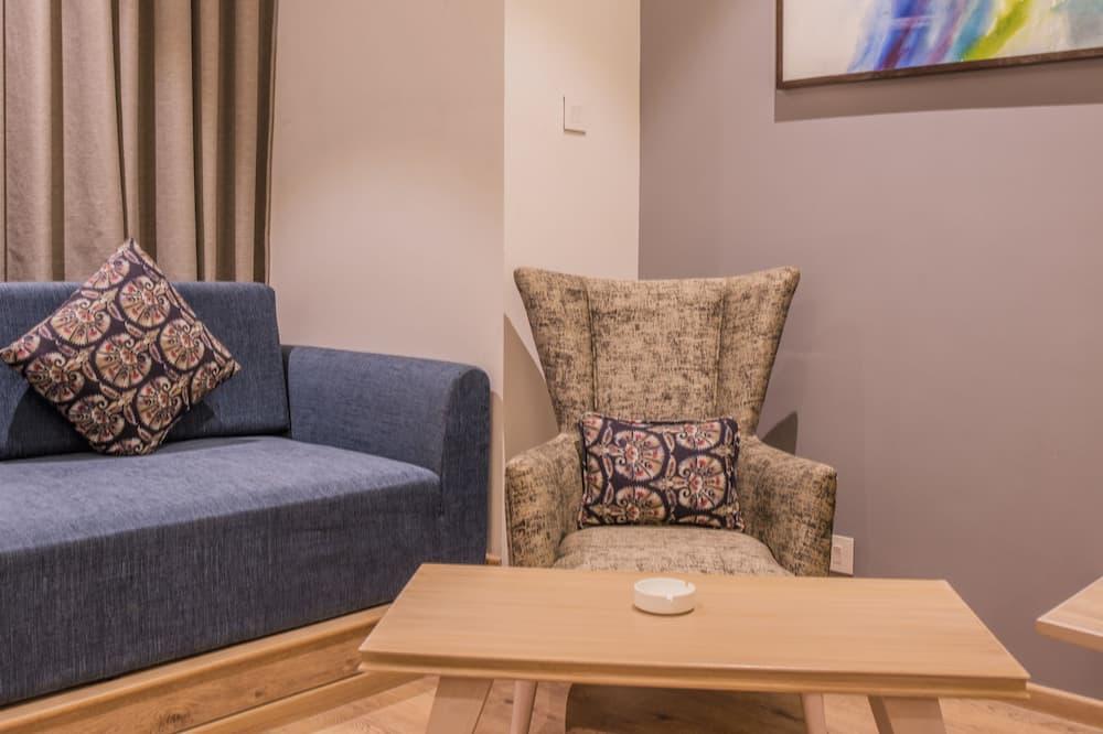 Premium-Doppelzimmer - Essbereich im Zimmer