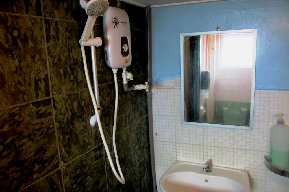 Ortak Ranzalı Oda, Sadece kadınlar için (Bed in 6-Bed) - Banyo