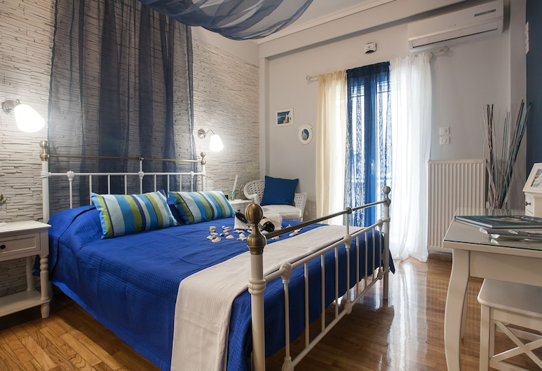 Gold and Blue Luxurious Apartment, Ateena