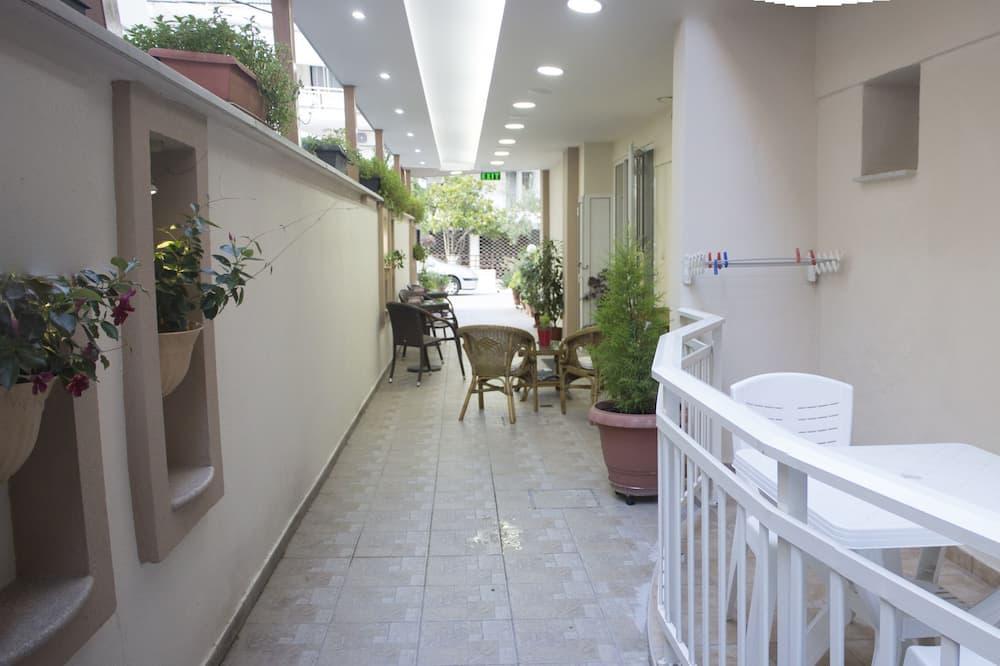 Studio, 2 Twin Beds, Smoking - Balcony