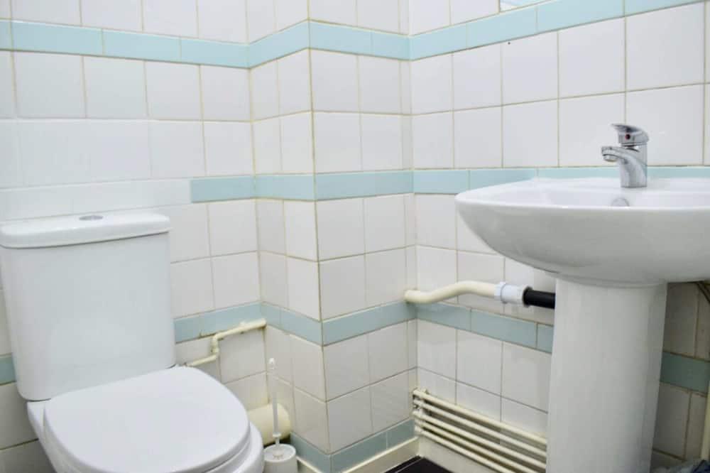 Apartemen (3 Bedrooms) - Kamar mandi