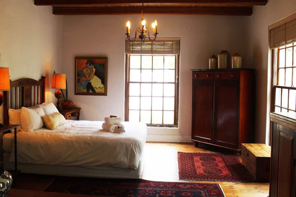 Comfort Double Room, 1 Queen Bed, Ensuite, Mountain View - Living Area