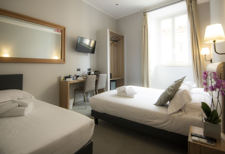 Seven, Rome, Classic Triple Room, Guest Room