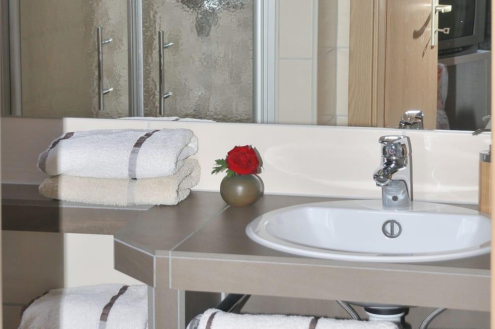 Basic Double Room - Bathroom Shower