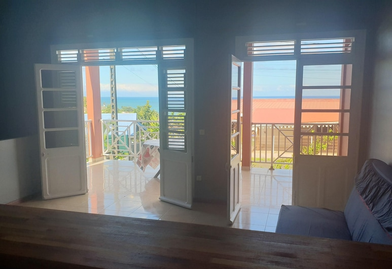 Apartment With 2 Bedrooms in Le Lorrain, With Wonderful sea View, Terrace and Wifi - 1 km From the Beach, Le Lorrain, Room
