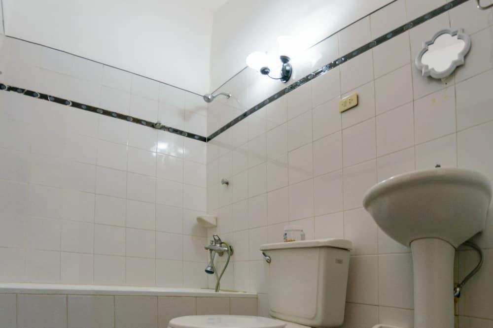 베이직 트리플룸, 침대(여러 개), 금연 - 욕실