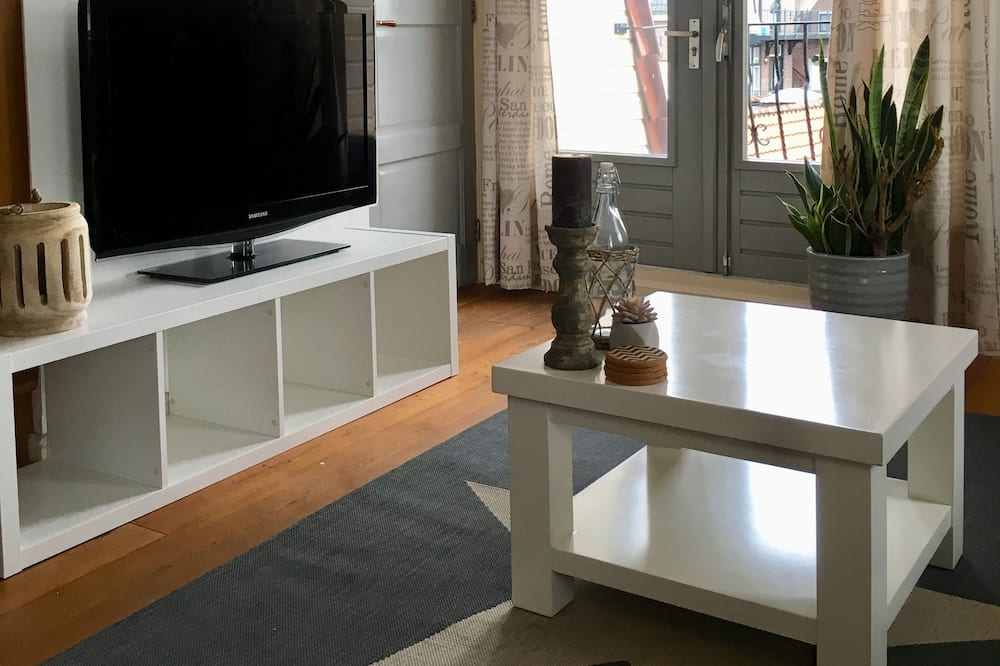 Apartment, 1 Bedroom (Nikki's Holiday Home) - Living Room