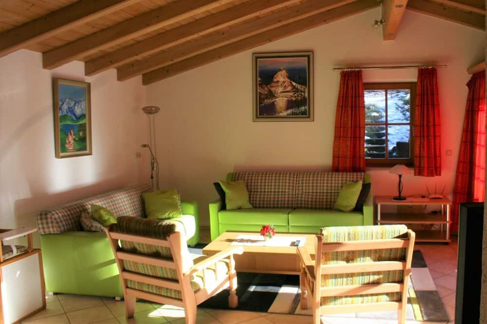 Superior Condo, 3 Bedrooms, Bathtub, Mountain View - Living Area