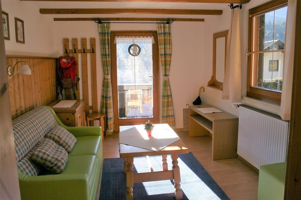 Traditional Condo, 1 Bedroom, Non Smoking, Mountain View - Living Area