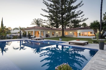 Imagen de Exclusive 5star sea view villa Elviria en Marbella