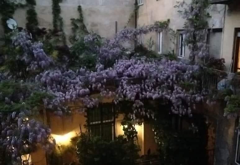 La Casa Degli Angeli, Torino, Vista cortile