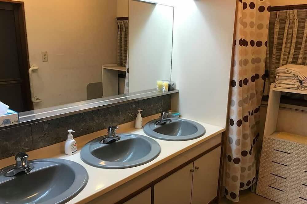Tradicionális szoba (Japanese-style, for 3 Guests) - Mosdó a fürdőszobában
