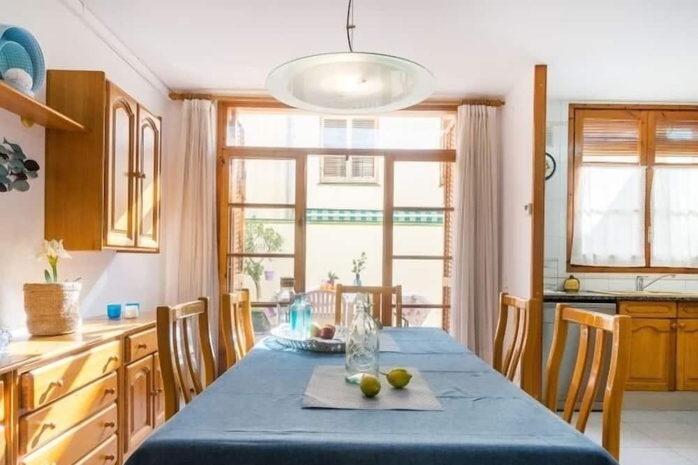 Hus - 5 sovrum - terrass - Matservice på rummet