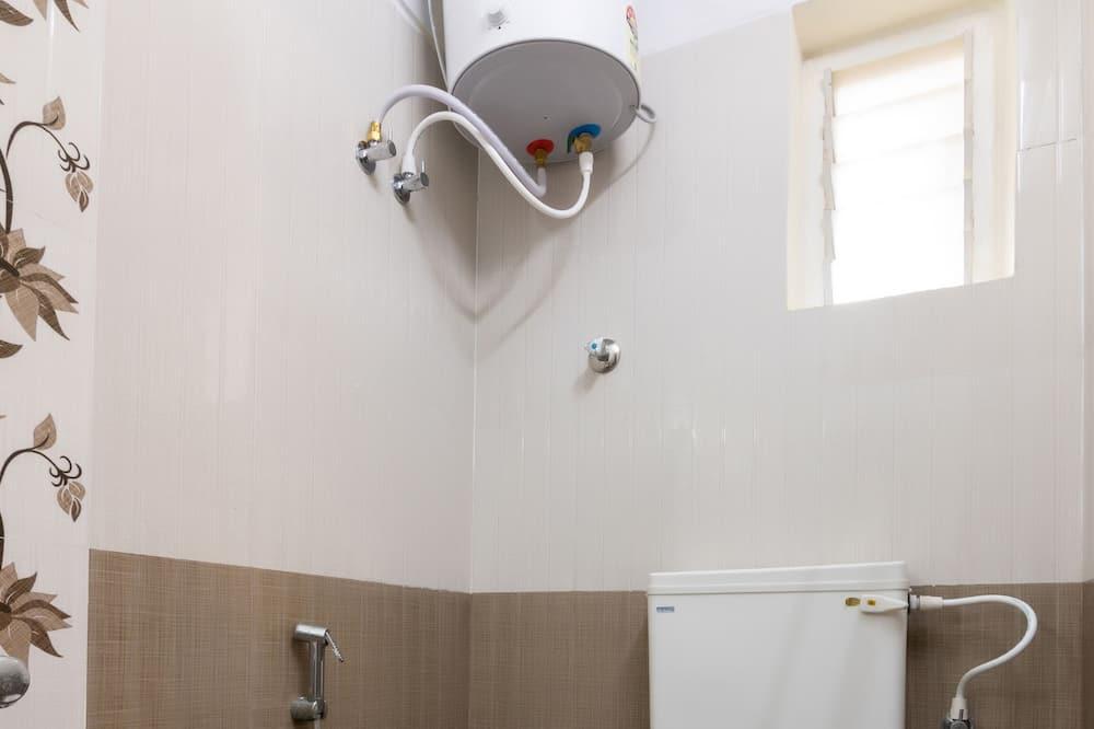 Szoba kétszemélyes ággyal, 1 kétszemélyes ágy - Fürdőszoba