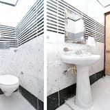 Deluxe Double or Twin Room, 1 King Bed - Bathroom