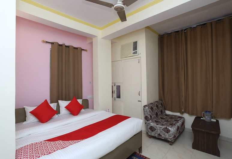 OYO 19804 Hotel Geet International, Bareilly, Deluxe Double or Twin Room, 1 Queen Bed, Guest Room