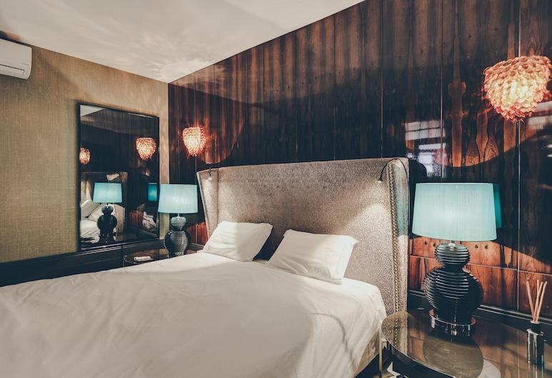 Master Deco Gem in Bica, Lisbon, Apartment, 3 Bedrooms, Room