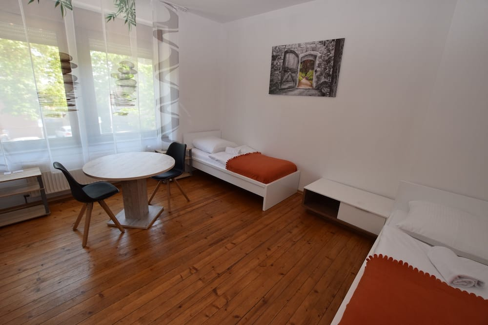 Apartment, 3 Bedrooms, Shared Bathroom (incl. cleaning fee EUR 50 per stay) - Room