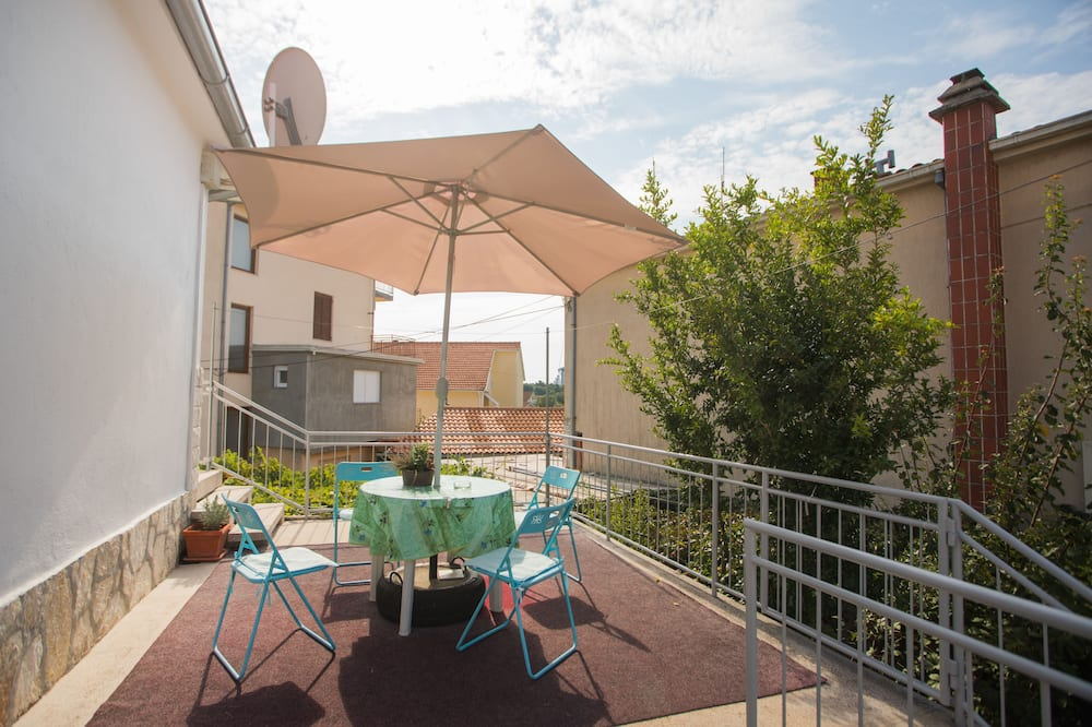 Family Apartment - Teres/Laman Dalam