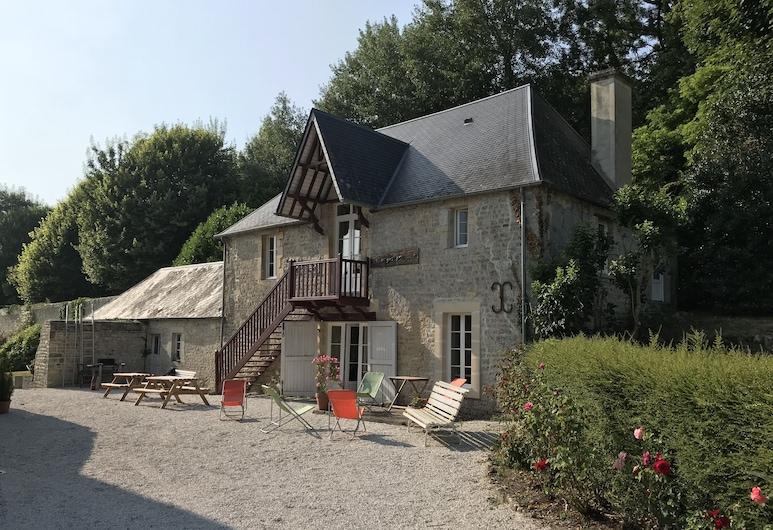 La Petite Maison auprès du Château, Asnieres-en-Bessin