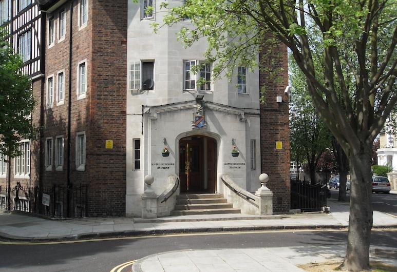 Hillsborough Court Maide Vale, Londýn