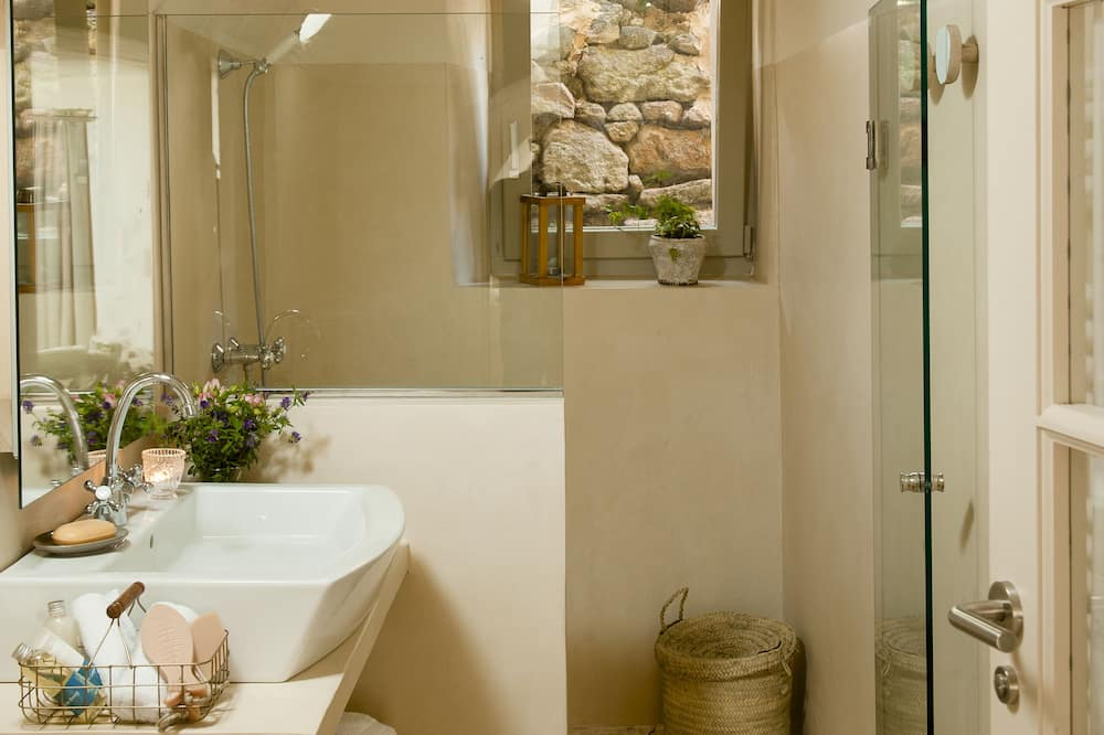 Comfort Room (Arrosal) - Bathroom